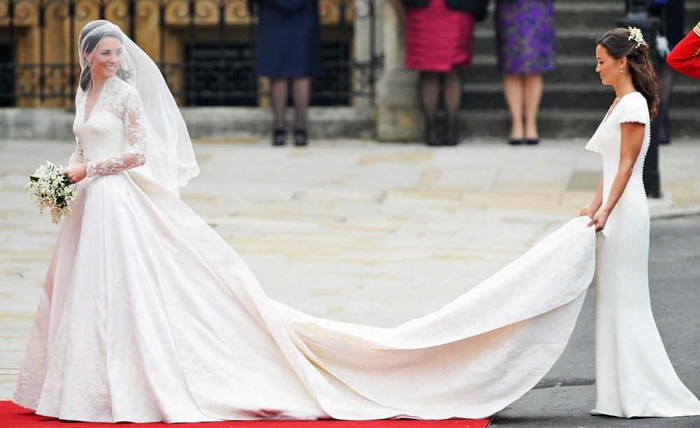 Μήνυση στον οίκο Alexander McQueen για το νυφικό της Kate Middleton (5 χρόνια μετά)