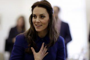 Η Kate Middleton φοράει το printed πουκάμισο που όλες θέλουμε –και γίνεται sold out