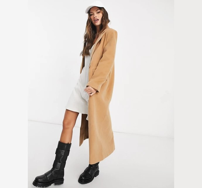 Camel coat σε relaxed fit
