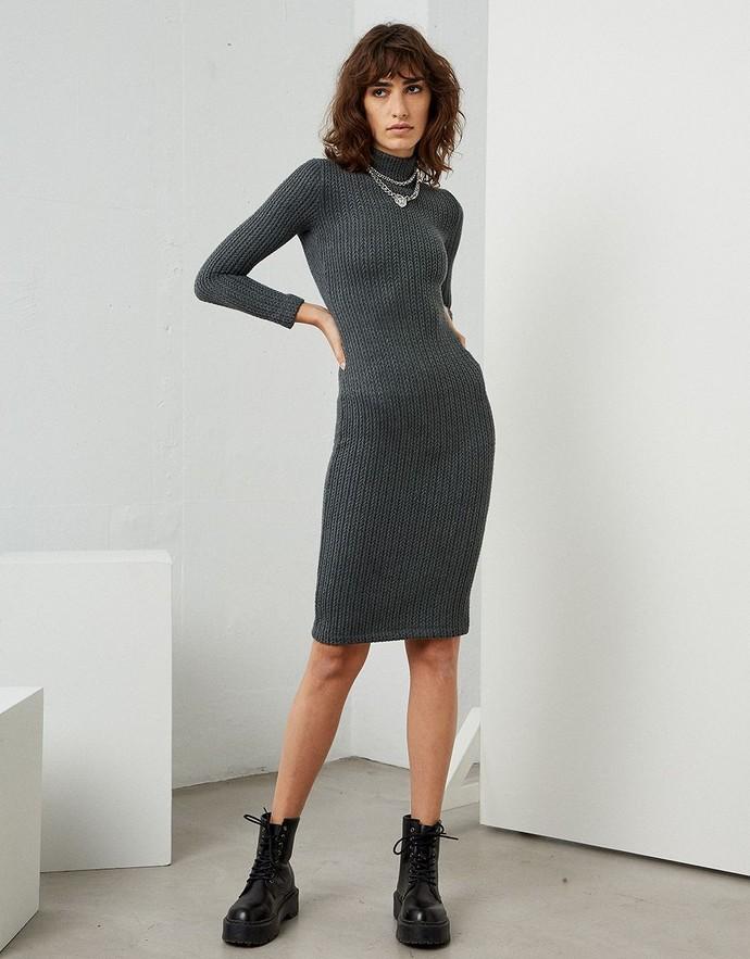 Πλεκτό μίντι φόρεμα