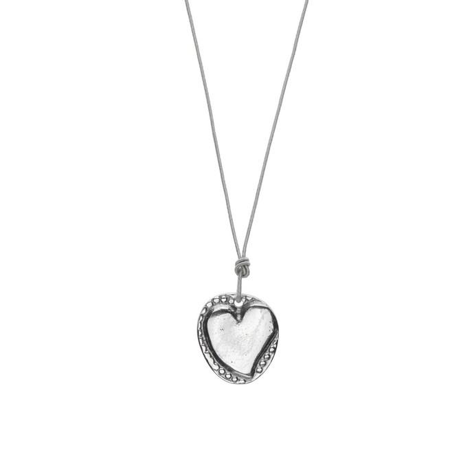 Κολιέ καρδιά από αλουμίνιο σχεδιασμένο από τη Χριστίνα Μόραλη για τη συλλογή κοσμημάτων με θέμα τον έρωτα  από το Πωλητήριο του Ιδρύματος Β&Ε Γουλανδρή