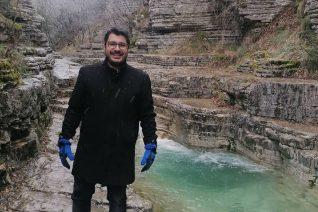 Θετικός στον κορονοϊό ο Λάμπρος Κωνσταντάρας. Η ανακοίνωση της ΕΡΤ για το «φλΕΡΤ»