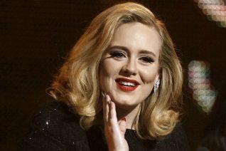 Η Adele (ξανά) αγνώριστη και με αμερικανική προφορά στο trailer του Saturday Night Live