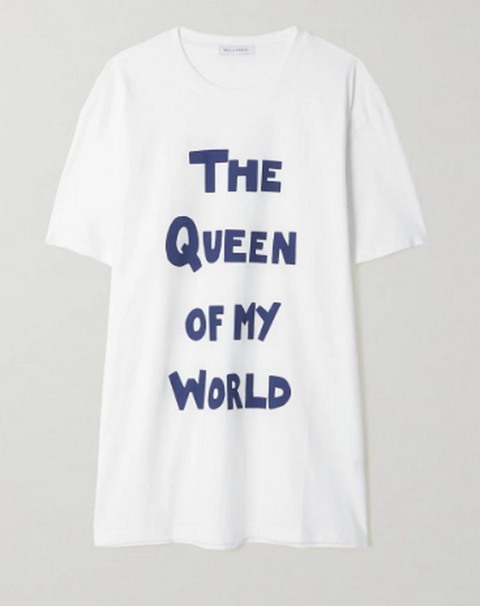 t-shirt με slogan 'The Queen Of My World' από το τραγούδι Rebel Girl