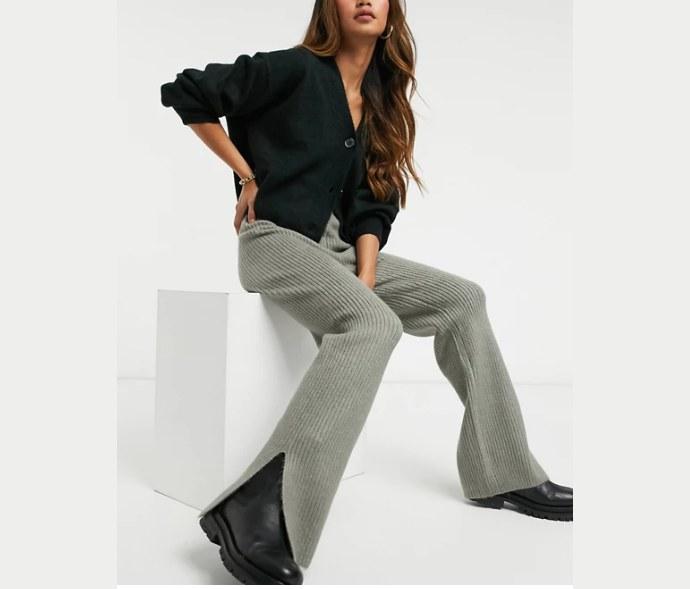 Πλεκτή παντελόνα με σκίσιμο