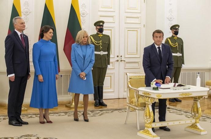 Brigitte Macron μπλε