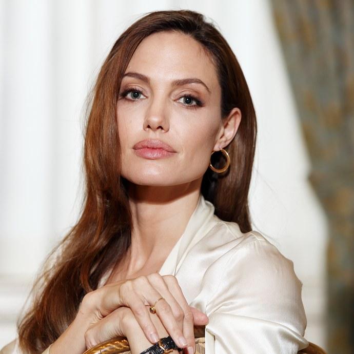 Angelina Jolie μαλλιά