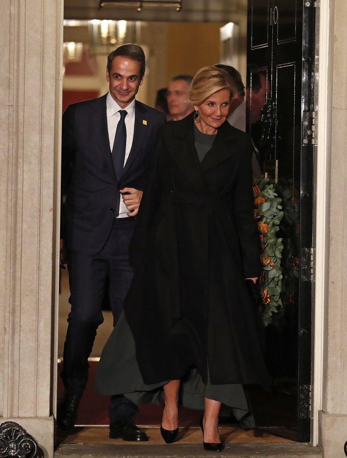 O Κυριάκος Μητσοτάκης και η Mαρέβα Γκραμπόσφκι-Μητσοτάκη στο Buckingham Palace