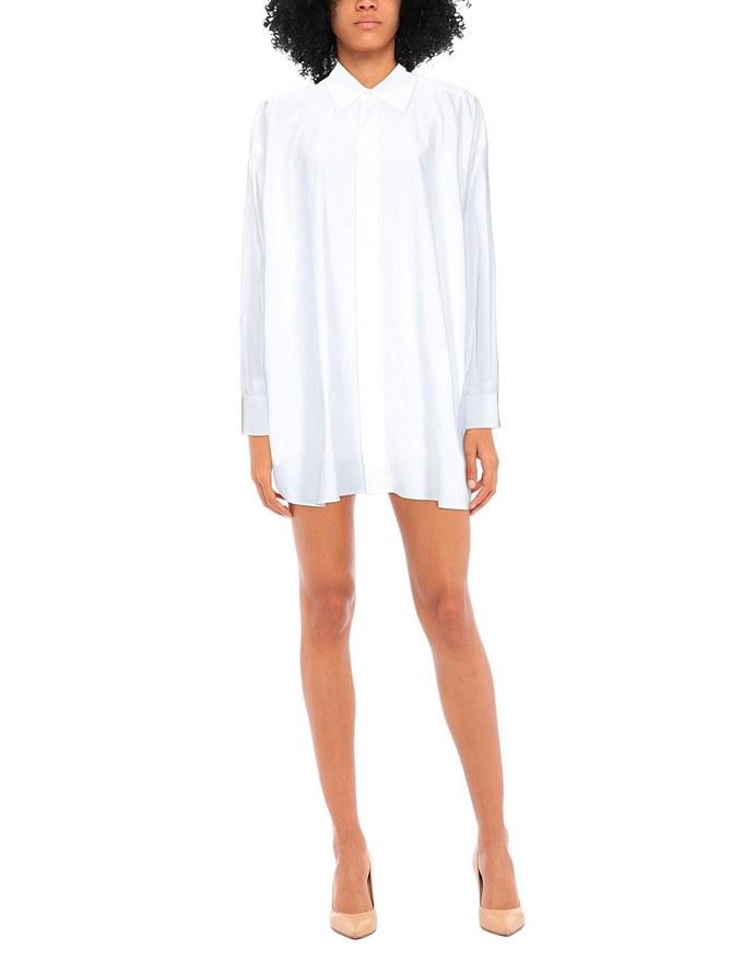 Κοντό σεμιζιέ φόρεμα με ασύμμετρο μήκος και κλασική γραμμή