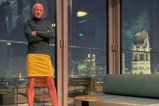 O Mark Bryan είναι στρέιτ και φοράει τακούνια και φούστες κάθε μέρα. Γιατί; Γιατί μπορεί