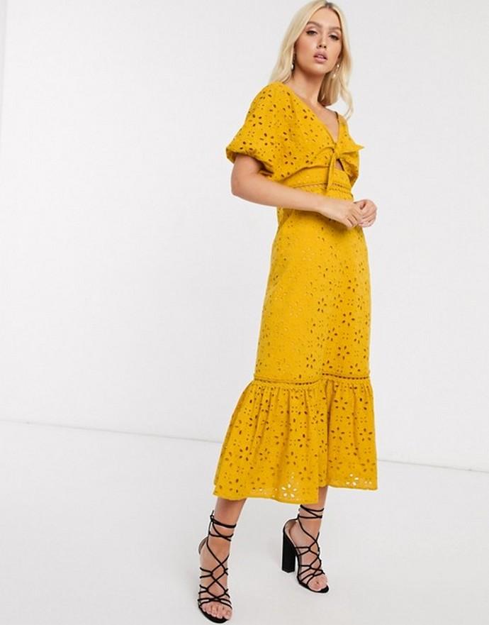 Φόρεμα με κεντητό pattern