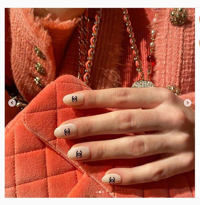 Νύχια Chanel