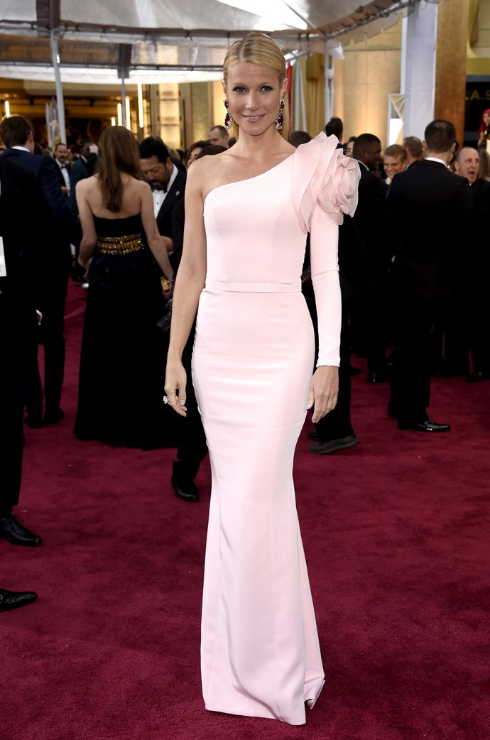 Η Gwyneth Paltrow έβγαλε τη μάσκα και φόρεσε το πιο φανταστικό φόρεμα που είδαμε αυτή την εβδομάδα
