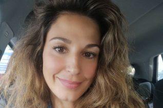 Η Κατερίνα Παπουτσάκη φόρεσε το μπικίνι της και καλωσόρισε το καλοκαίρι με τους γιους της