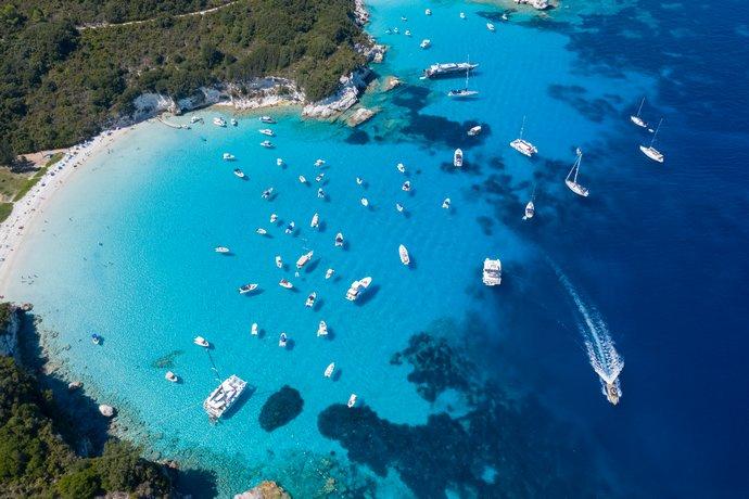 Η πιο ωραία παραλία του κόσμου βρίσκεται στους Αντίπαξους. Ποια Καραϊβική;