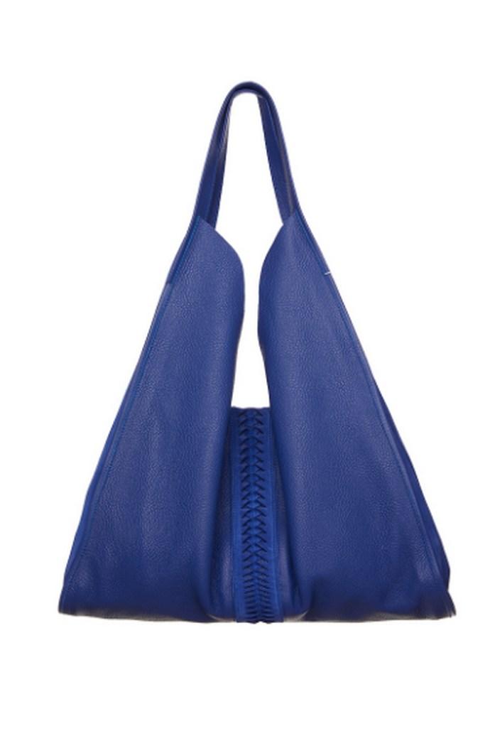 Τσάντα ώμου σε υπέροχη electric blue απόχρωση, με suede λεπτομέρειες στο πλάι