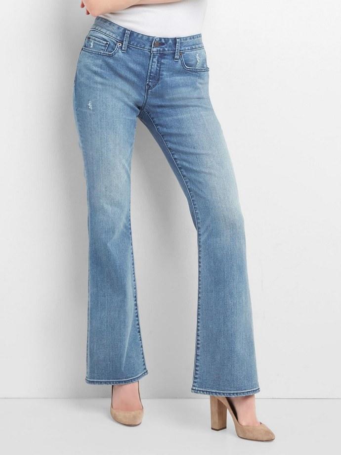 Χαμηλόμεσο flared τζιν παντελόνι