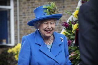 Ποια απόσυρση; Η βασίλισσα Ελισάβετ δεν πάει πουθενά, πουθενά εδώ θα μείνει