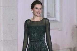 Η βασίλισσα Letizia παραδίδει μαθήματα κομψότητας με το πιο όμορφο φόρεμα