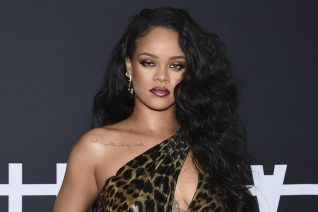 H Rihanna στο εξώφυλλο της Vogue UK φοράει durag και γράφει ιστορία