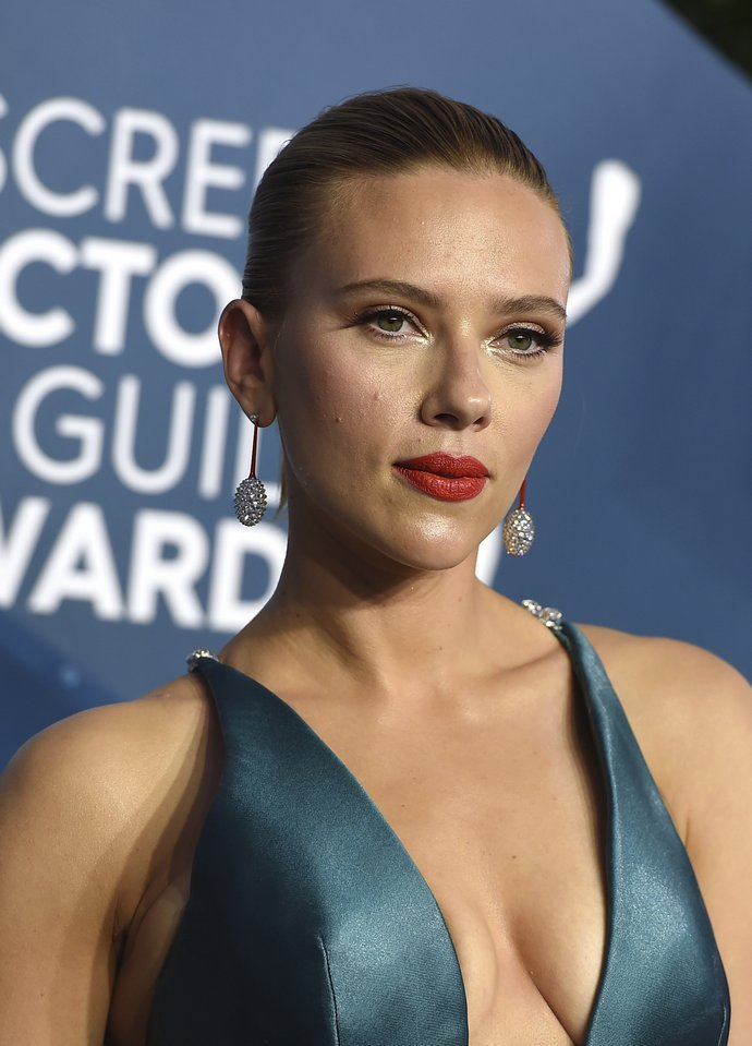 Scarlett Johansson arrives at the 26th annual Screen Actors Guild Awards