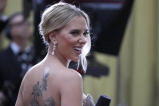 Η Scarlett Johansson έχει κάνει 8 εντυπωσιακά τατουάζ. Αυτό κι αν είναι έκπληξη