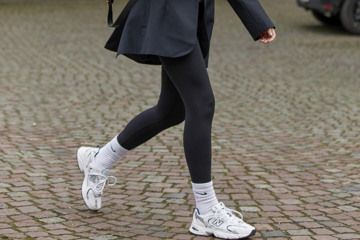 5 φανταστικά outfits για να συνδυάσεις τα sneakers σου