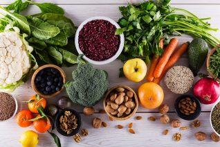 Οι τροφές και τα συμπληρώματα που καταπολεμούν το άγχος και την κατάθλιψη