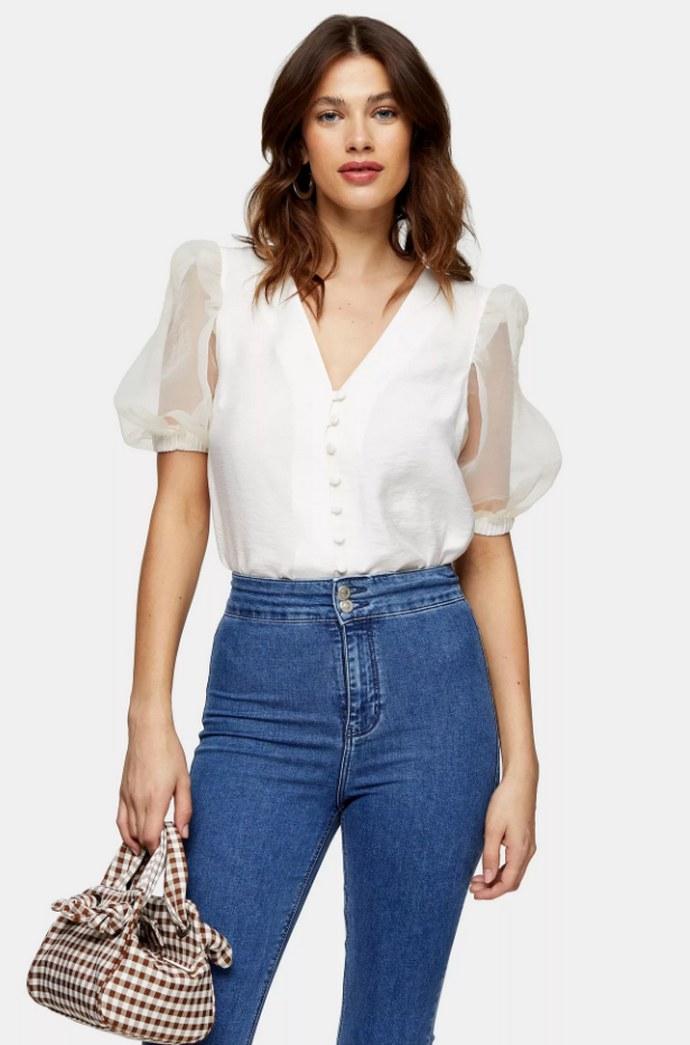 Meghan Markle: Η Topshop μπλούζα της έγινε sold out