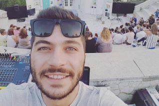 Ο Θανασάκης του «Ευτυχισμένοι Μαζί» μίλησε για την καταγωγή του και την παιδική του ηλικία