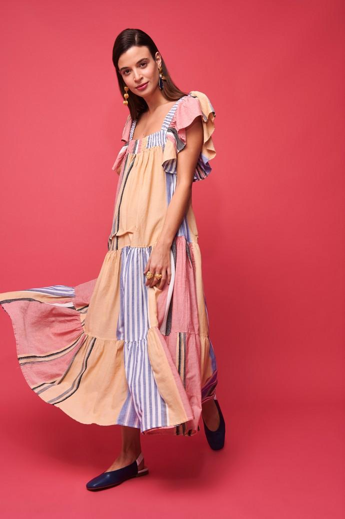 Φόρεμα με βολάν λεπτομέρειες
