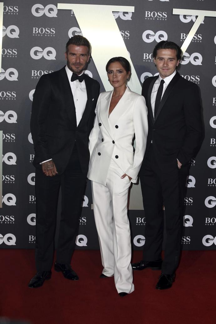 Η Victoria Beckham με τον άνδρα της, David και τον γιο τους Brooklyn