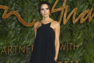 Η Victoria Beckham στο εξώφυλλο της ελληνικής Vogue με φόρεμα Zeus+Dione