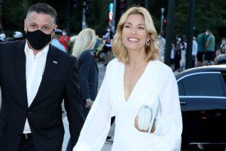 Κουτσόπουλος- Μιχαλοπούλου ποζάρουν χαμογελαστοί. Guest star ο Κοντιζάς