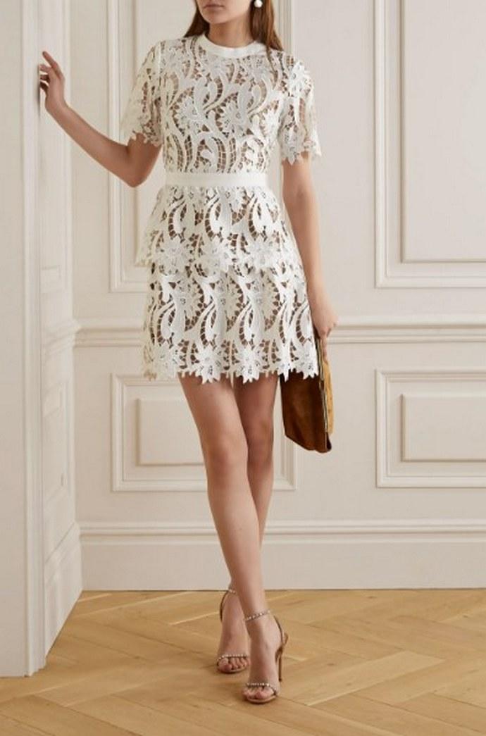 Φόρεμα από laser cut δαντέλα