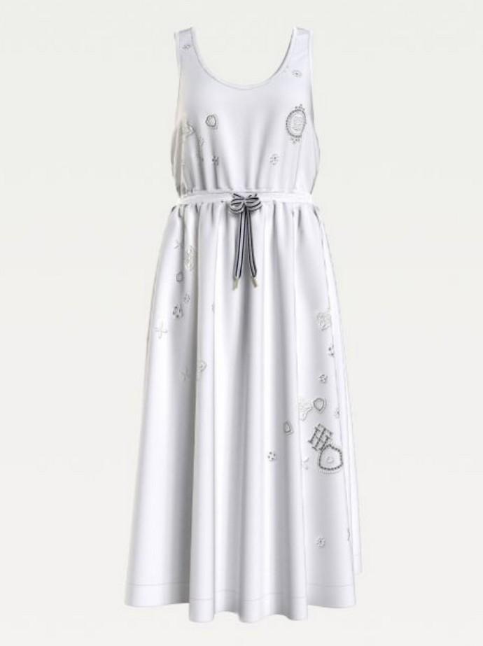 Φόρεμα με κεντήματα