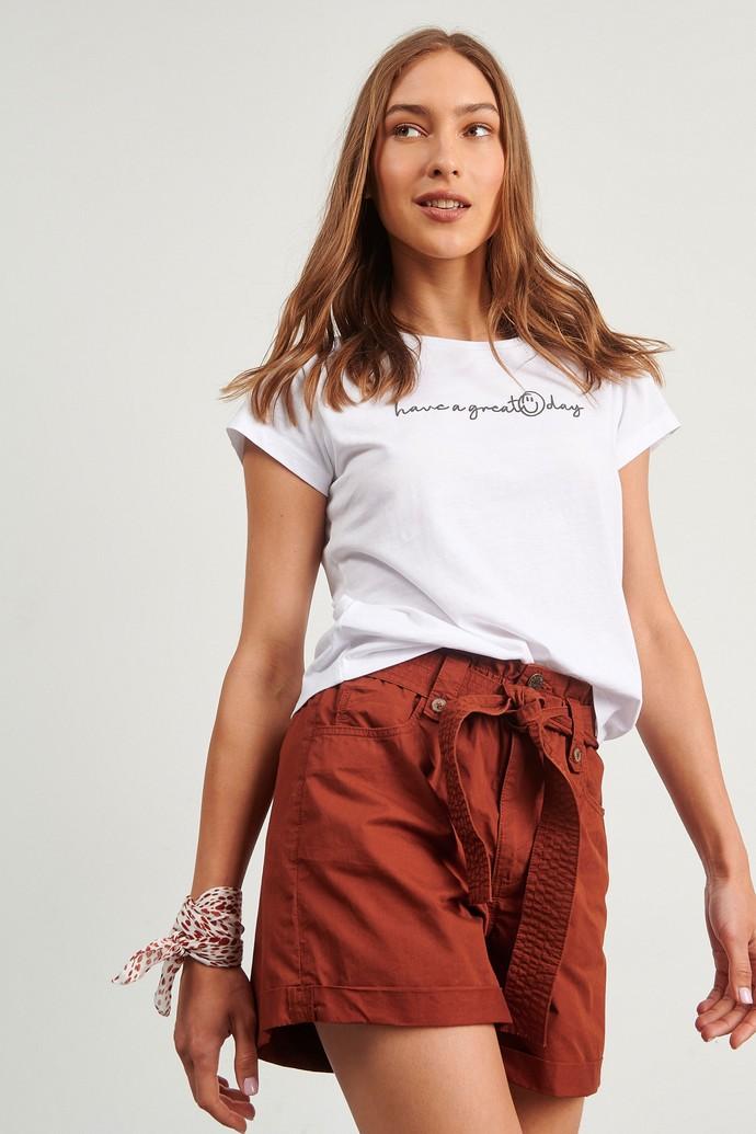 Λευκό t-shirt με ρεβέρ στα μανίκια
