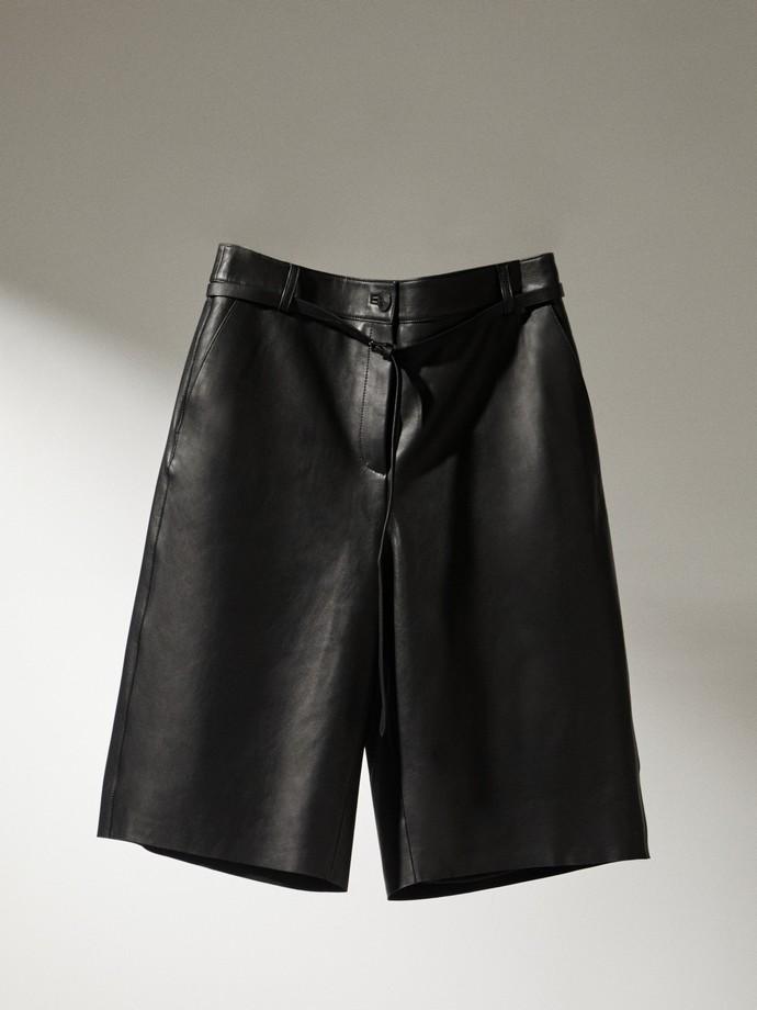 Κοντή δερμάτινη παντελόνα
