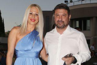 Νίκος Χαρδαλιάς: Με τη σύζυγό του στην πρεμιέρα του Ζαχαράτου