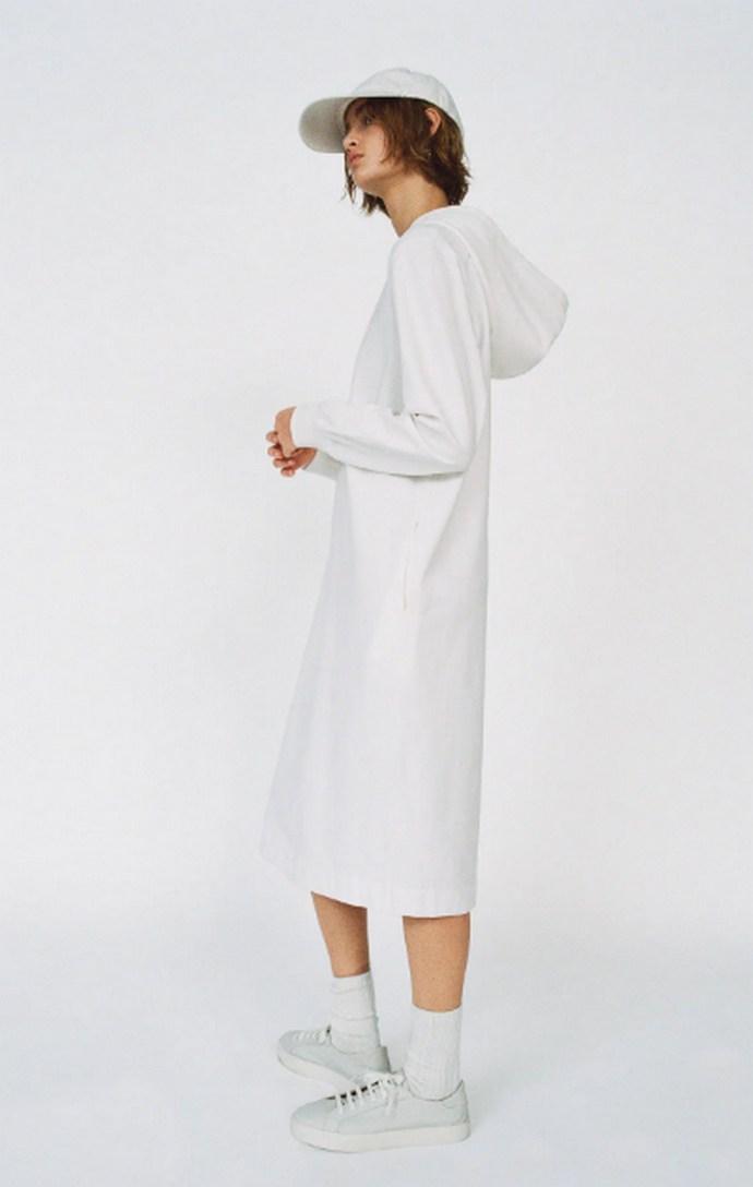 Μίντι φόρεμα με στρόγγυλη λαιμόκοψη και κουκούλα σε off white απόχρωση