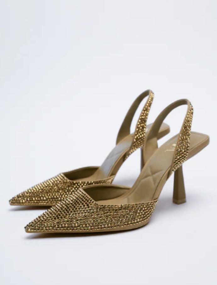 Εξώφτερνο παπούτσι με τακούνι με γυαλιστερή λεπτομέρεια